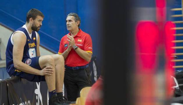 Marc Gasol y el seleccionador Scariolo