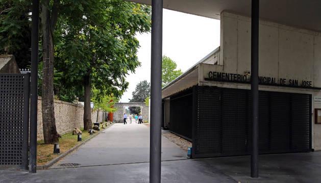 El cableado para la instalación de las cámaras está colocado y recorre todas las puertas. En la imagen la situada junto al  horno crematorio.