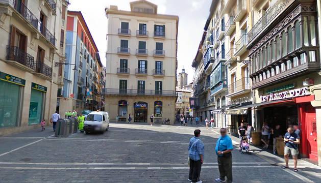 Edificio, entre Calceteros y Mercades, en el que se pretendía abrir el local de hostelería.