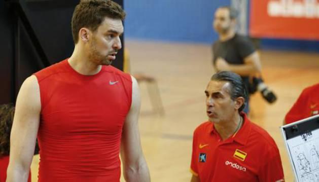 Pau Gasol y Sergio Scariolo, en un entrenamiento.
