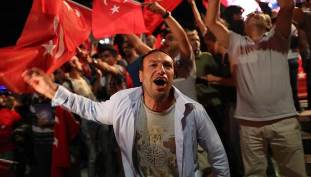 Turquía declara el estado de emergencia durante tres meses