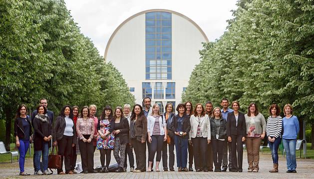 Los participantes de las dos semanas internacionales, junto a técnicos de la UPNA.