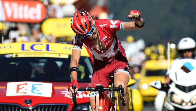 Zakarin gana la primera etapa alpina y Froome aumenta su liderato