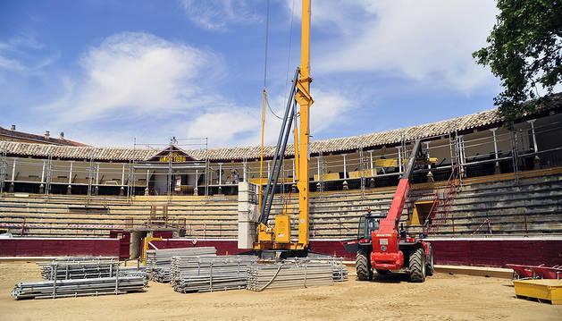 Las obras han consistido en la sustitución de las cubiertas de los palcos. Los trabajos han requerido de un complejo andamiaje que ya ha comenzado a retirarse.