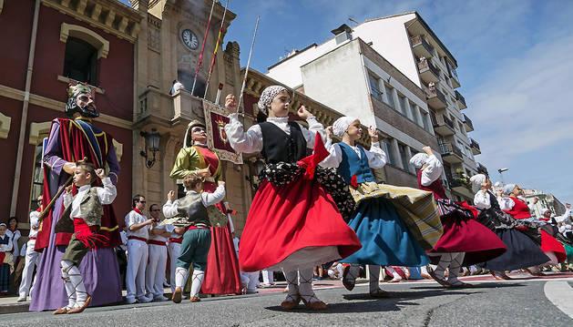 El grupo de danzas de Estella contará con más espacio para bailar la jota vieja tras el chupinazo.