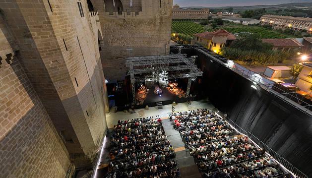 La Cava, escenario principal del Festival de Teatro Clásico de Olite, durante una función.