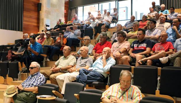 Asistentes a la Junta del CD Tudelano, celebrada ayer en el salón de actos de la Mancomunidad de la Ribera.