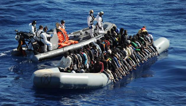 Recuperan 22 cadáveres en una patera en el Mediterráneo con 209 personas a bordo