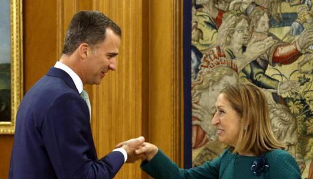 Felipe VI y Ana Pastor, durante su encuentro en Zarzuela.