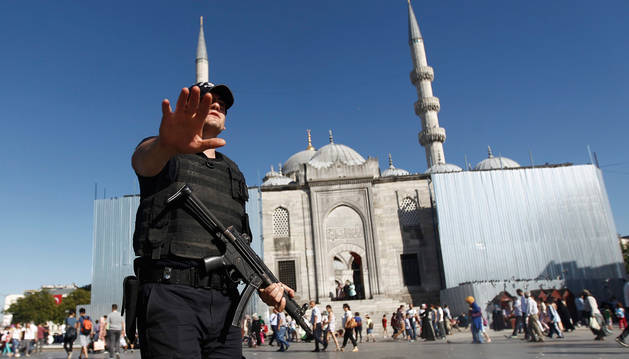 Turquía vive sin cambios su primera jornada de estado de emergencia