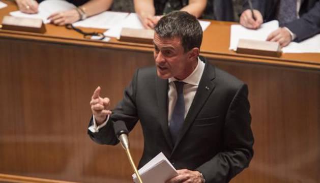 Manuel Valls intervene ante la Asamblea Nacional.