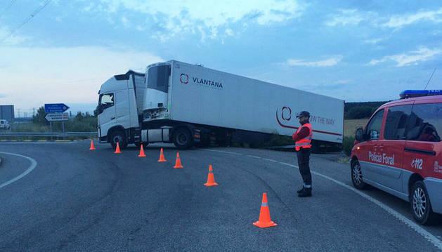 Salida sin heridos de un camión en la N-113
