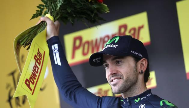 Ion Izagirre, en el podio de la etapa.