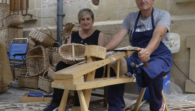 Estella se llena con la rúa de los oficios y el mercado artesanal
