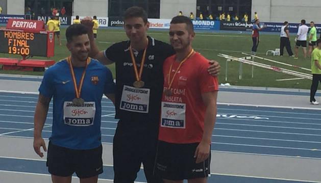Quijera, oro en jabalina (centro), con Sánchez (izda, 2º) y Manuel Uriz (3º).