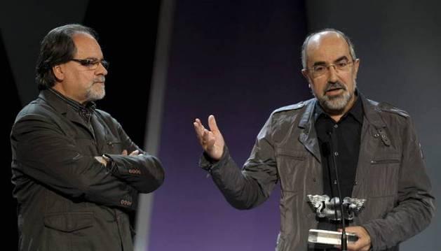 Josetxo Moreno recoge un premio en el Festival de Cine de San Sebastián.