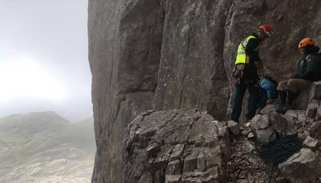 Imágenes del rescate de los dos escaladores en los Picos de Europa.
