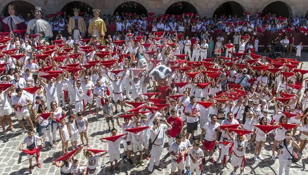 Txupinazo fiestas de Santiago en Puente la Reina