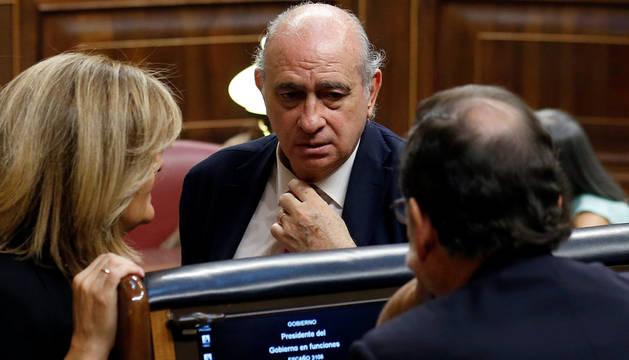 Fernández Díaz, con Rajoy en el Congreso.