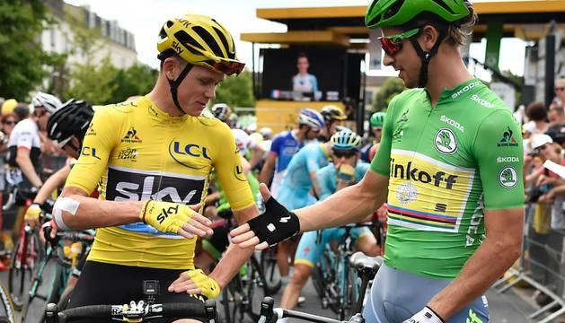 Peter Sagan, corredor del Tinkoff, felicita a Froome.