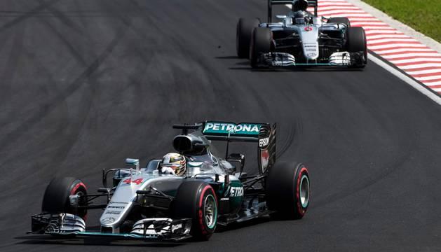 Hamilton, por delante de Rosberg.