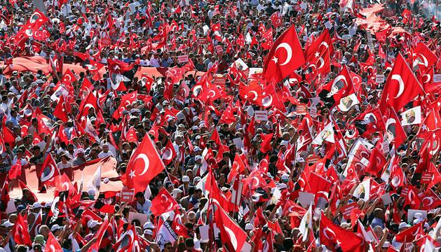 Clamor en Turquía contra el golpe de Estado y contra los autoritarismos