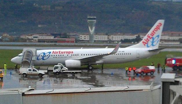 Un avión de Air Europa en el aeropuerto de Bilbao.