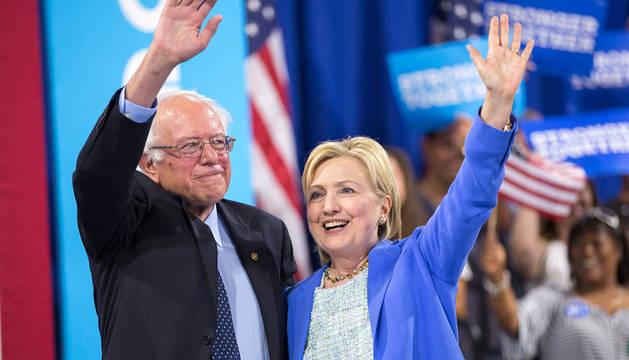 Sanders y Clinton, en un acto demócrata en Portsmouth, New Hampshire.