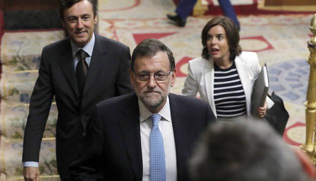 Alonso y Santamaría, tras Rajoy en el Congreso.