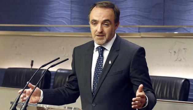 Javier Esparza, durante la rueda de prensa ofrecida en el Congreso de los Diputados tras la audiencia con el rey Felipe.