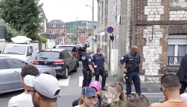Un sacerdote degollado tras un secuestro en una iglesia en Francia
