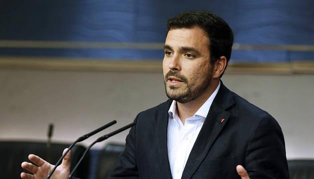 Garzón invita al PSOE a dejar el póquer con PP y C's y