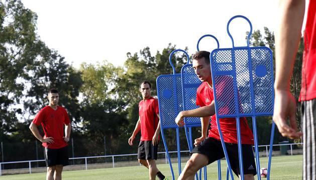 La plantilla de Osasuna ha realizado ejercicios de fuerza explosiva, circulación con balón, ataques 3x2 y partidos reducidos.