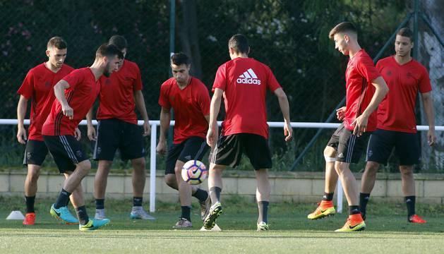 Horas antes de enfrentarse al Sevilla B en Rota, la plantilla se ha ejercitado durante 60 minutos.