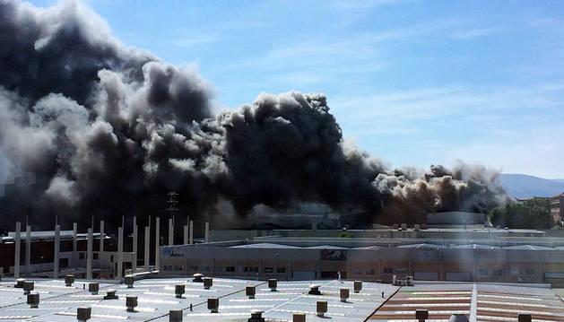 Declarado un incendio en la empresa Antonio Oneca de Orkoien