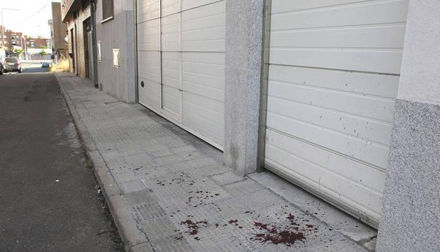 Restos de sangre en el lugar donde se ha producido el apuñalamiento.