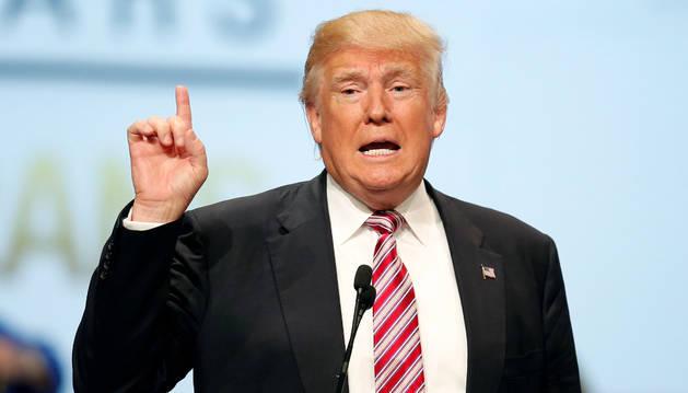 Trump se pone por delante en los sondeos tras aceptar la nominación republicana