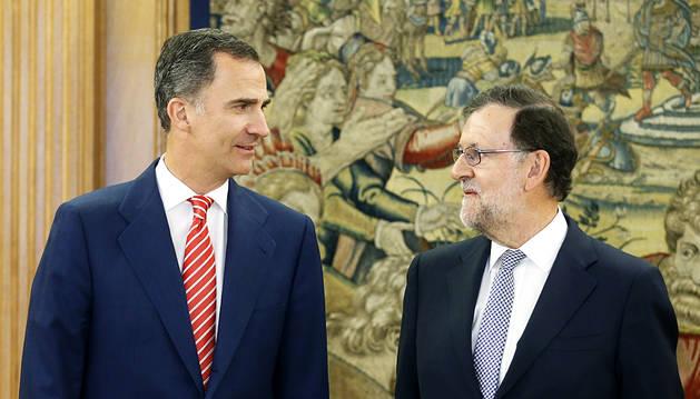 Rajoy acepta la petición del Rey de presentarse a la investidura