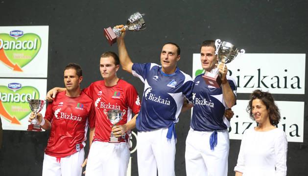 El podio del año pasado. Irujo y Barriola, campeones en el Bizkaia.