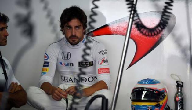 Fernando Alonso tras los entrenamientos del GP de Alemania.
