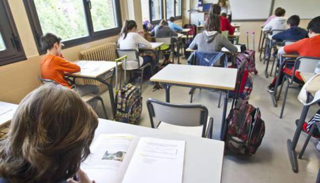 Alumnos de sexto de primaria realizan una prueba de 'reválida' de la Lomce.