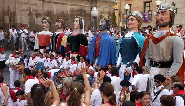 Los gigantes y cabezudos se despidieron ayer de los niños tudelanos hasta las fiestas del año que viene.