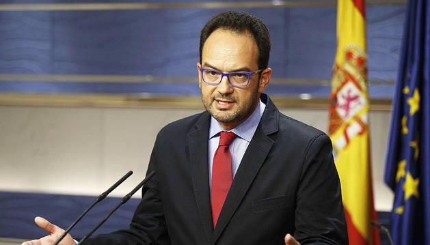 El 'sí' de Rajoy al Rey sofoca otro enfrentamiento entre Sánchez y sus críticos