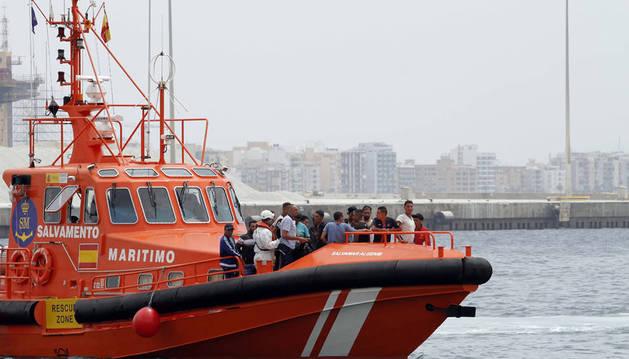 Rescatados 44 inmigrantes magrebíes de dos pateras en la costa de Almería