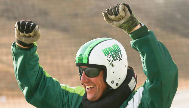 Luke Aikins bate el récord de salto sin paracaídas desde más de 7 kilómetros