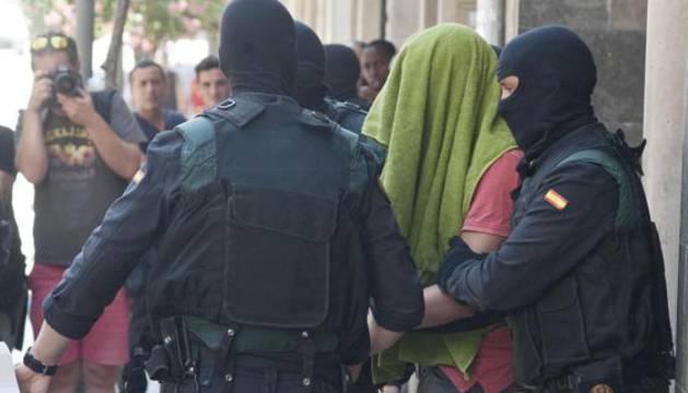 Uno de los dos hermanos detenidos acusados de colaborar en la financiación del Daesh en Gerona.