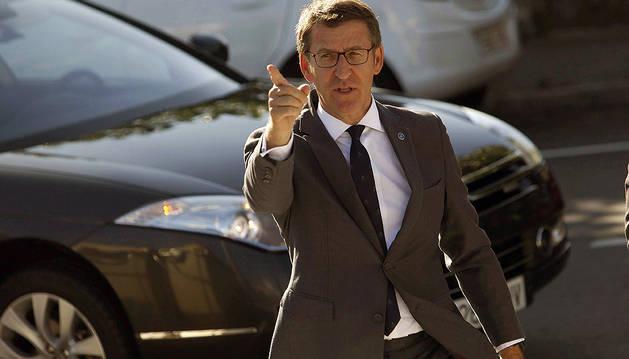 El presidente de la Xunta, Alberto Núñez Feijóo, momentos antes de su visita hoy a una escuela infantil en A Coruña.