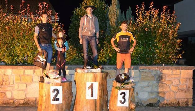 Iñaki Mihura, Fernando Etxegarai y Dani Iparragirre en el podium.