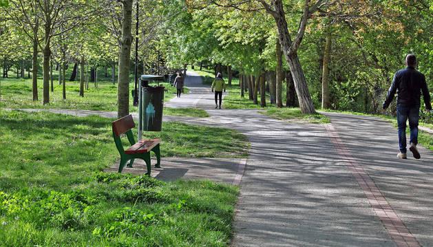 Zona verde en el parque del Arga.