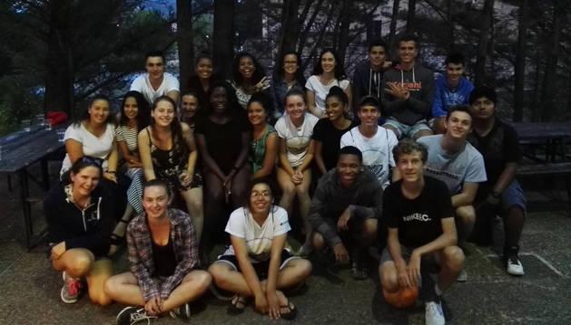 El grupo de jóvenes americanos y de Tierra Estella durante la convivencia de este año.